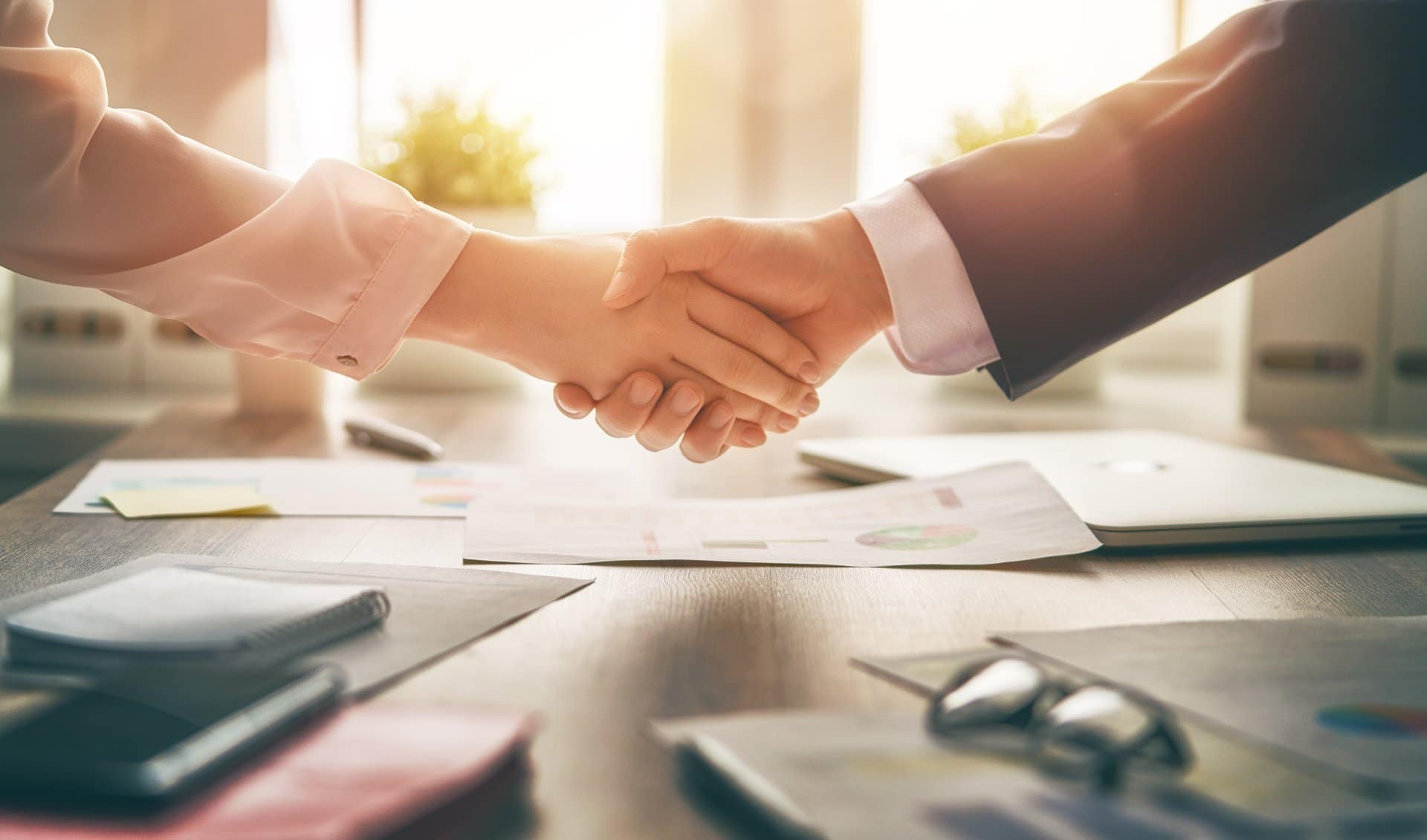cpa shaking hands with small business owner